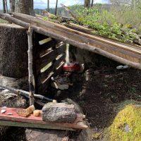 stenåldersby inspirerat vindskydd
